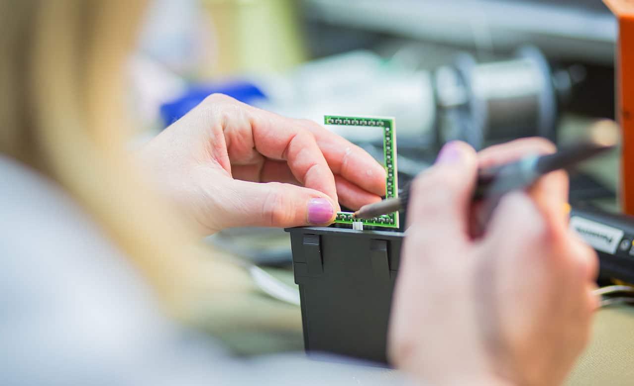 EMS Systemtechnik – Bestückung und Verlötung von Platinen